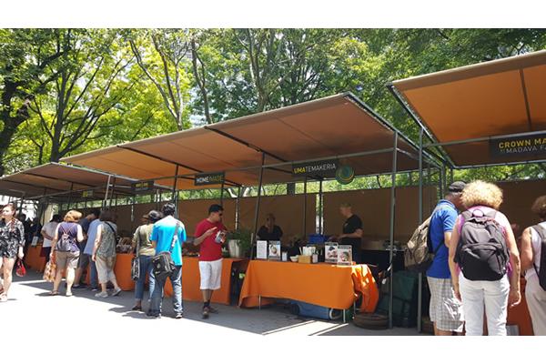 432-battery-park-market-stalls-i