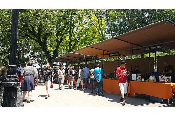 432-battery-park-market-stalls-j